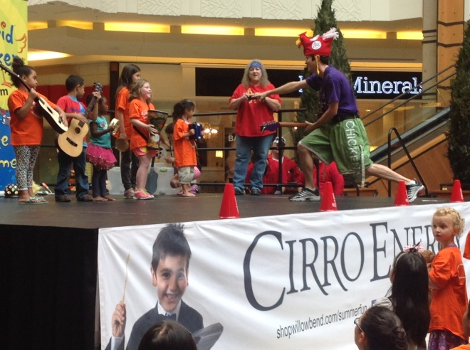 Malls often offer free performances during the summer just like the one we caught today with Emmy-Award Winner and Family Entertainer David Chicken.